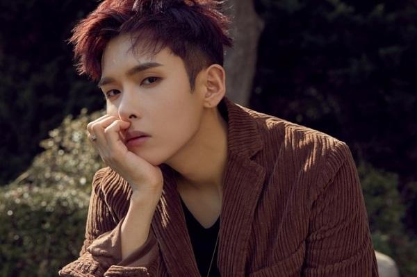 Còn thực tậpngắn hơn người em của mình, RyeoWook chỉ mất 2 tháng để được ra mắt cùng nhóm nhạc đông thành viên này. Không sở hữu ngoại hình hào nhoáng như nhiều idol khác, anh nổi tiếng với tài năng vượt trội và đời tư trong sạch.
