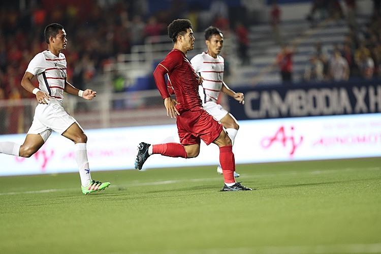 Đức Chinh một lần nữa lập hat-trick.