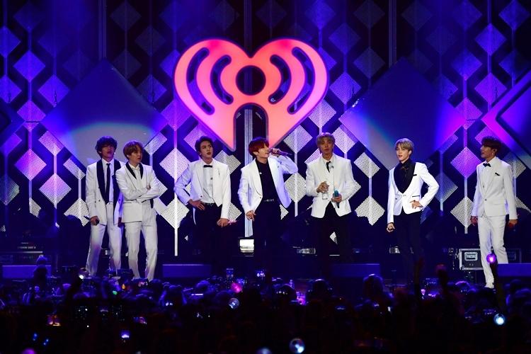 BTS trình diễn tại Jingle Ball 2019.