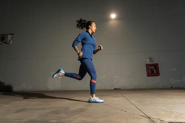 HLV fitness Hana Giang Anh tự tin vận động sau khi đập hộp Ultraboost 20