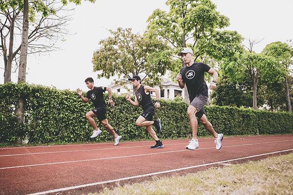 Các thành viên của AR Sài Gòn rất thích thú khi chạy thử với đôi Ultraboost 20