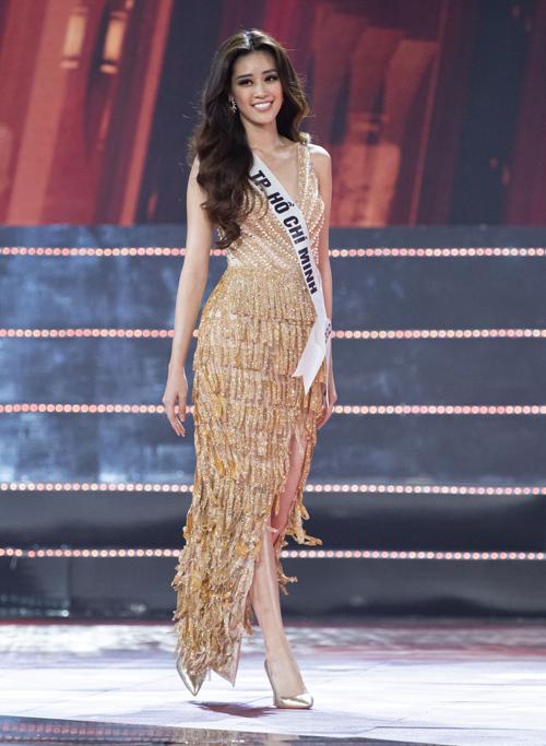 Vượt qua 45 thí sinh, Nguyễn Trần Khánh Vân đăng quang ngôi vị Hoa hậu Hoàn vũ Việt Nam 2019 trong đêm chung kết tối 7/12 tại Nha Trang. Từ đầu cuộc thi, tân hoa hậu đã được đánh giá là thí sinh tiềm năng với nhan sắc nổi bật.
