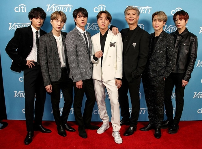 Chiều 7/12 (giờ địa phương), BTS tham dự sự kiện Hitmakers Brunch tại Los Angeles (Mỹ). Nhóm nhạc nhà Big Hit xuất hiện với tư cách nghệ sĩ nhận giải Group of The Year trong danh sách 2019 Hitmakers do tạp chí Variety bình chọn.