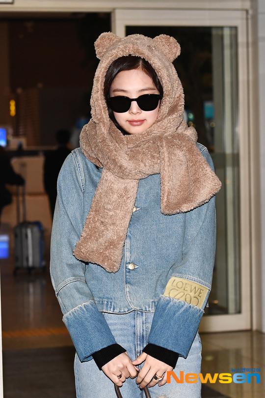 Yoona tóc xù đáng yêu, Jennie hóa gấu ở sân bay - 3