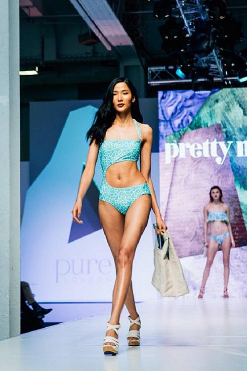 Năm 2016, Hoàng Thùy tự tin trình diễn bikini cùng dàn mẫu quốc tế tại London Fashion Week khi hình thể săn chắc, nở nang hơn. So với thời điểm đăng quang cách đó 5 năm, chiều cao của cô tăng 4 cm là 1,79 m. Cô tăng được 6 kg, lên 53 kg. Số đo ba vòng cải thiện là 84 - 58 - 90.