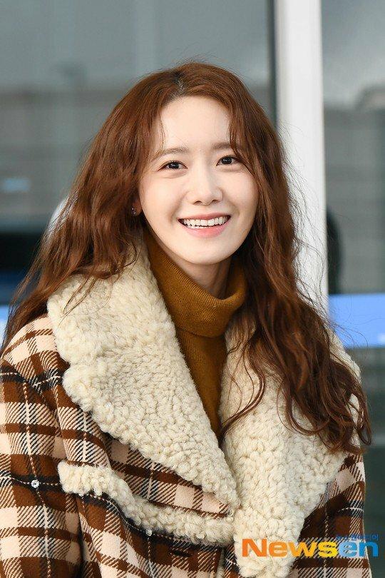 Yoona tóc xù đáng yêu, BTS che kín ở sân bay - 1