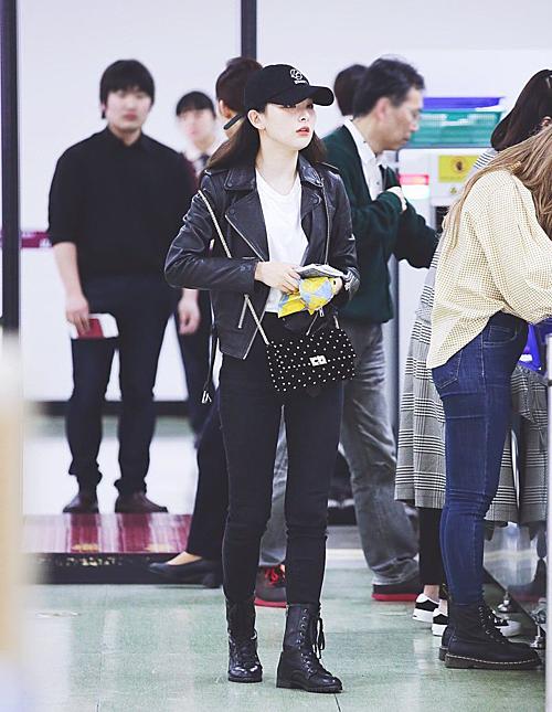 Ngầu không kém boots cao bồi là boots cổ cao buộc dây, xu hướng cũng đang được nhiều sao Hàn, Việt lăng xê nhiệt tình.