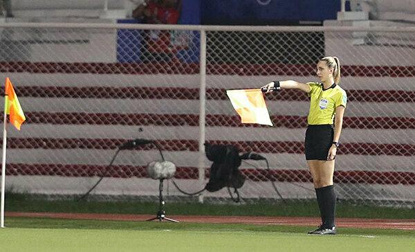 Tổ trọng tài điều khiển trận chung kết bóng đá nữ SEA Games trên sân Rizal Memorial gồm trọng tài chính người Nhật Koizumi Asaka, trọng tài biên số một cũng là người Nhật Ogata Mio. Trọng tài biên thứ hai là Joanna Charaktis (sinh năm 1993, Australia).