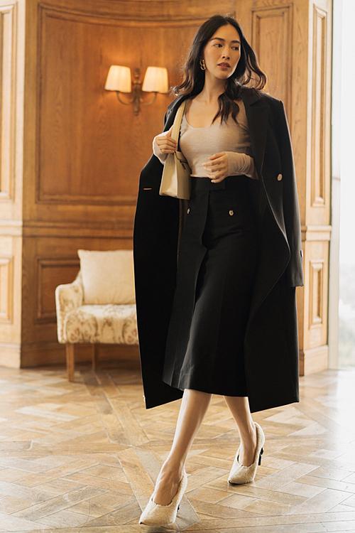 Thiết kế có kiểu đơn giản, gam màu trơn được Mai Thanh Hà ưu chuộng.