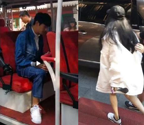 Hai người đi giày thể thao giống nhau. Đây là thương hiệu Dương Mịch là đại diện phát ngôn.