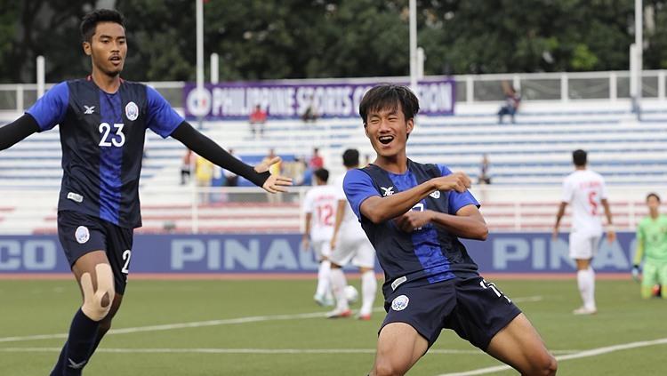Sieng Chanthea (số 17) mừng bàn mở tỷ số. Ảnh: Đức Đồng.
