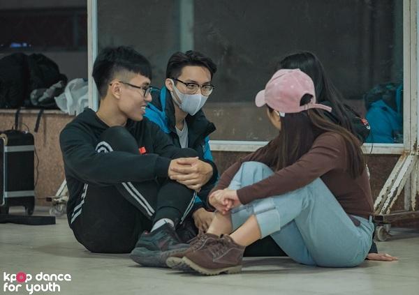 Dù đang trong kỳ thi học kỳ và nhiều thành viên gặp vấn đề về sức khỏe nhưng cả nhóm vẫn cố gắng tập luyện, chau truốt cho màn thi đấu quyết định.
