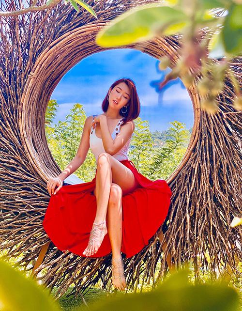 Diễn viên Thúy Ngân vừa có chuyến tham quan Bali, Indonesia. Lần đầu đặt chân đến Bali, nữ diễn viên ấn tượng với thời tiết trong lành, mát mẻ, có nắng nhẹ.