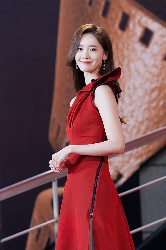 Yoona nhận giải thưởng Asian Stars: Up Next Award ở IFFAM. Trong năm qua, nữ ca sĩ rất thành công với bộ phim điện ảnh EXIT.