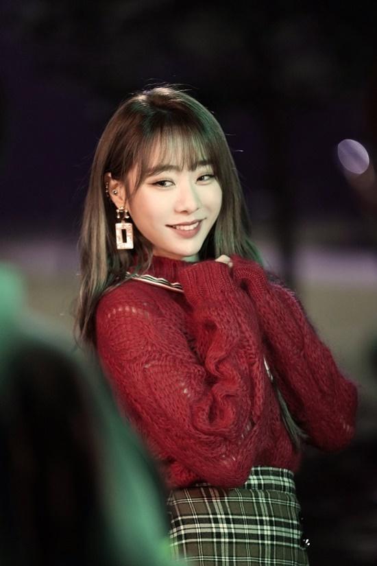 Yeon Jung từng là giọng ca chính của I.O.I và hiện hoạt động cùng WJSN. Nữ idol nổi tiếng với giọng hát nội lực và nhan sắc ngày càng xinh đẹp sau khi giảm cân.