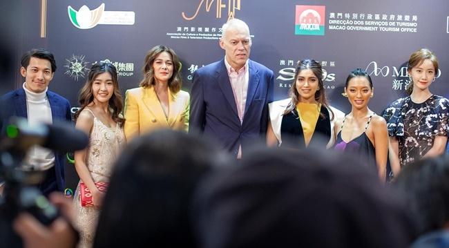 IFFAM là dự kiện điện ảnh tôn vinh những nghệ sĩ tài năng ở châu Á. Năm nay, nghệ sĩ Việt Nam Liên Bỉnh Phát cũng tham gia sự kiện và chụp ảnh cùng dàn sao nổi tiếng.