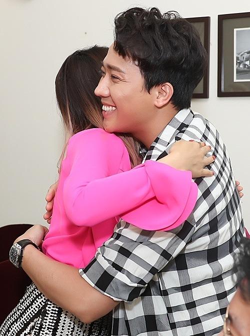 Trấn Thành ômSo Hyang thân thiết.