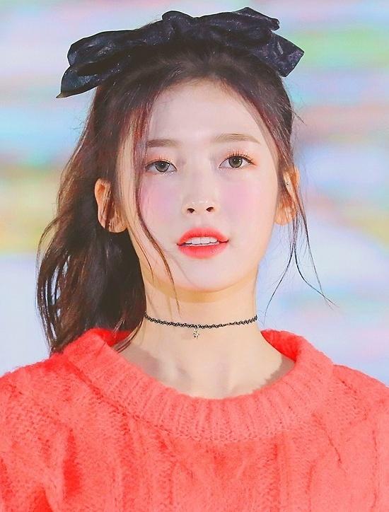 Một thành viên khác là Arin của nhóm Oh My Girl. Cô nàng có nhan sắc thơ ngây, chuẩn hình tượng mối tình đầu.