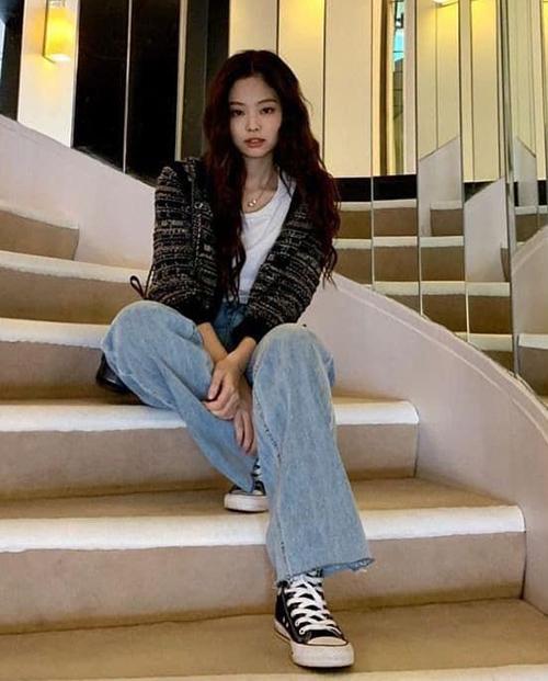 Jennie diện không biết chán mốt vải tweed sang chảnh - 9