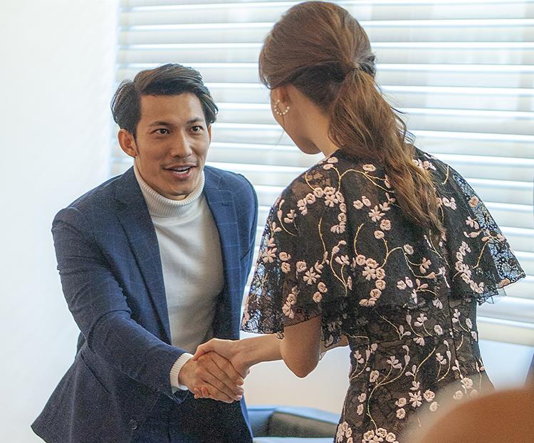 Liên Bỉnh Phát bắt tay Yoona.