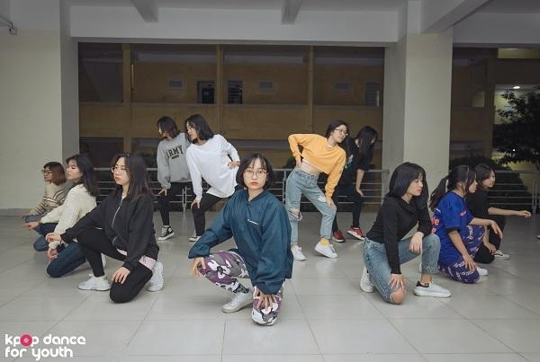 Trong vòng Chung kết, Kings Crew nhận được đề bài: Lalalay.Đây là bài hát của nữ ca sĩ solo Sunmi nhưng vì năng lực của các thành viên rất đồng đều nên nhóm quyết định thay đổi đội hình liên tục, không phân chia nhảy chính, phụ đểmỗi thành viên đều có thể tỏa sáng trong màn trình diễn sắp tới.