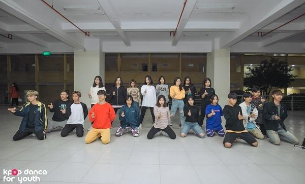 Kings Crew luôn là đối thủ nặng ký với các đội thi trong chương trình Kpop Dance For Youth bởi nhóm xây dựng bố cục đồng đều, kỹ thuật tốt.