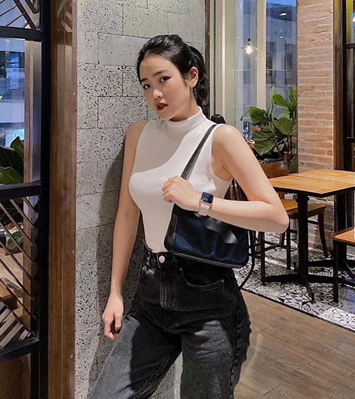 Tủ đồ cool ngầu chỉ 2 màu đen - trắng của bạn gái Văn Hậu - 8