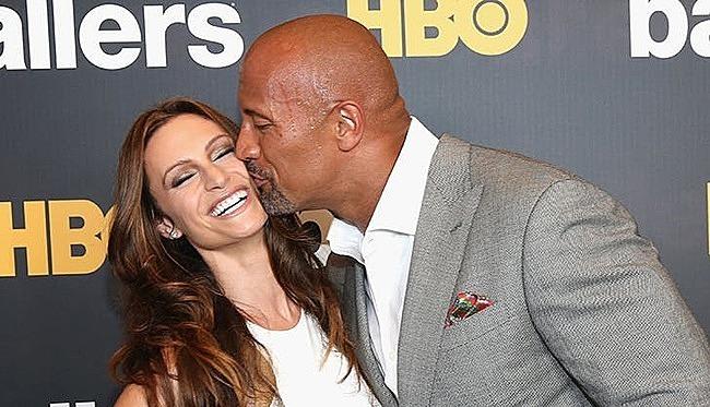 The Rock hôn vợ ngọt ngào tại sự kiện - 2
