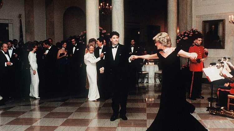 Công nương Diana khiêu vũ với tài tử  John Travolta.