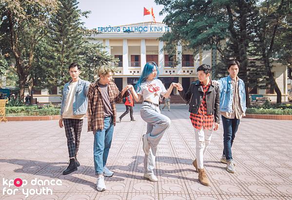Ở vòng này đội bốc thăm đề bài làHip - MAMAMOO, nhóm trưởng Đào Trang cũng tiết lộ bài thi tự chọn nhóm đã mix nhiều bài nhạc khác nhau, mang lại bất ngờ,chinh phục khán giả và ban giám khảo.