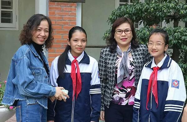 Hai học sinh Minh Thư và Hồng Ngọc.