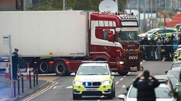 Chiếc container chở 39 thi thể được phát hiện tại khu công nghiệp ở Grays, hạt Essex, Anh. Ảnh: PA.