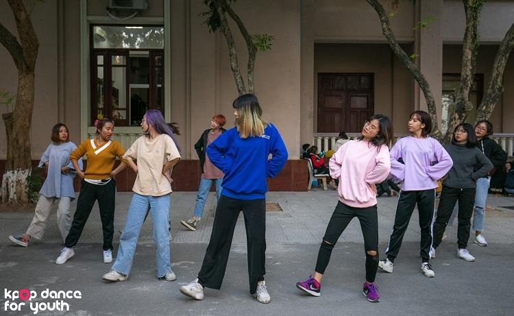 Chung kết cuộc thi Kpop Dance For Youth sẽ diễn ra vào lúc 19h30 ngày 14/12, tại Hội trường A2, tòa nhà A2, ĐH Kinh tế Quốc dân.