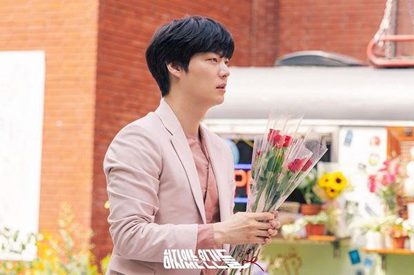 Ahn Jae Hyun vào vai một anh chàng tự luyến vẻ đẹp trai của bản thân.