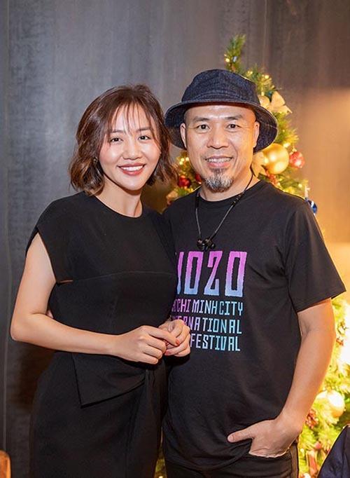 Văn Mai Hương vui vẻ đón tiếp nhạc sĩ Huy Tuấn. Anh là người đồng hành với nữ ca sĩ từ những ngày đầu chập chững vào nghề.