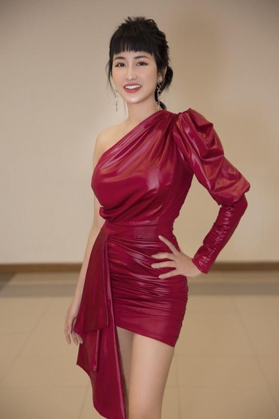 Sở hữu vẻ ngoài xinh đẹp, Trang Moon được nhiều người biết đến là nữ DJ gợi cảm hàng đầu Việt Nam. Ngoài công việc DJ, cô lấn sân sang nhiều lĩnh vực như ca hát, diễn xuất.