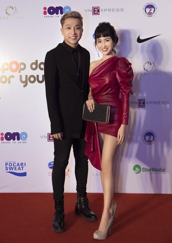 Trong sự kiện, Trang Moon hội ngộ nam ca sĩ Yanbi.