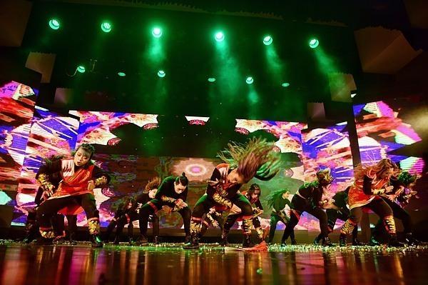 BAAT đầu tư vũ đạo, dàn dựng công phu cho tiết mục thứ 2 của đêm chung kết.