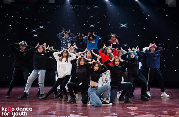 BAAT dành hơn 1,5 giờ tổng duyệtđể sẵn sàng chiến đấu trong đêm Chung kết Kpop Dance For Youth.