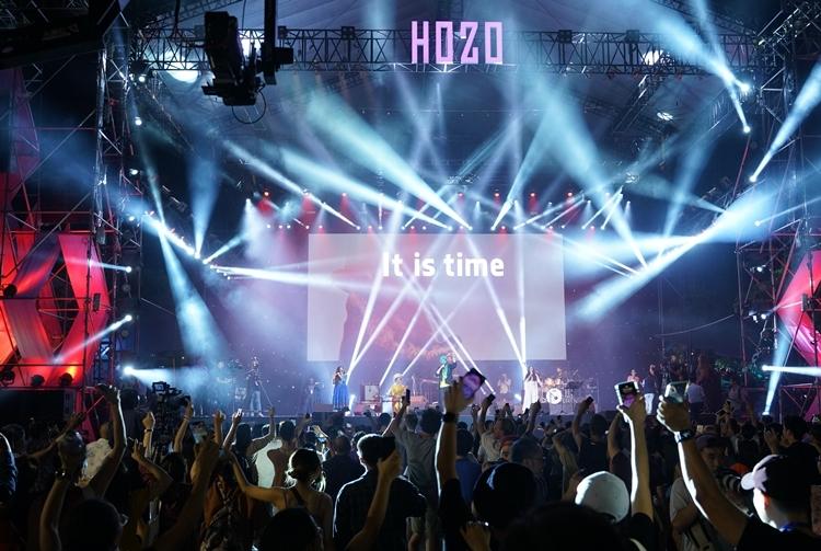 Sân khấu được BTC dàn dựng hoàng tráng, âm thanh chất lượng để phục vụ hàng nghìn khán giả thưởng thức âm nhạc mỗi đêm.