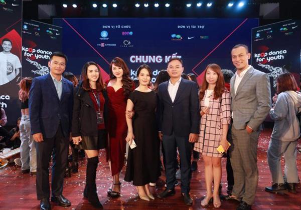 Các thành viên trong ban tổ chức chương trình Kpop Dance For Youth.