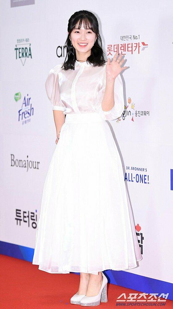 Hye Yoon chiếm spotlight nhờ diện mạo rạng rỡ.