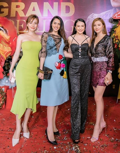 Từ trái qua là Hương Giang The Voice, siêu mẫu Trang Nhung, Hương Baby và Hạnh Sino.