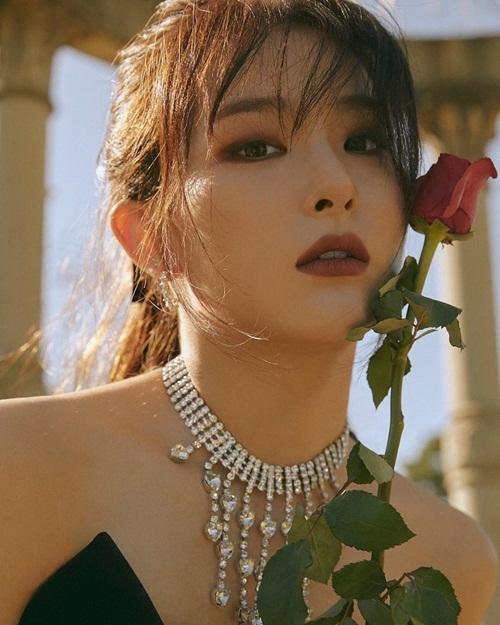 Seul Gi khiến fan trầm trồ trước vẻ cuốn hút trong ảnh teaser ca khúc mới.
