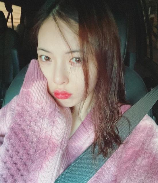 Hyuna có nét ngây thơ, trẻ trung khi đổi kiểu tóc và cách makeup.