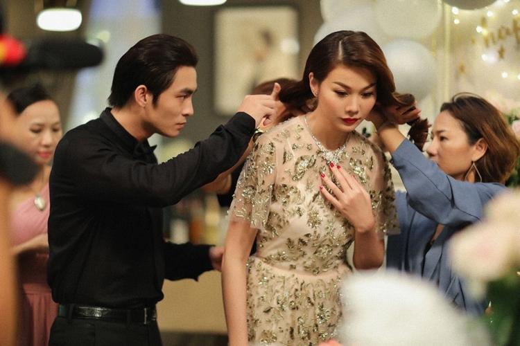 Thanh Hằng được chăm chút khi quay phim Chị chị em em. Trong ảnh hậu trường chia sẻ, cô được cả Lãnh Thanh - bạn diễn chung trong phim chăm sóc.
