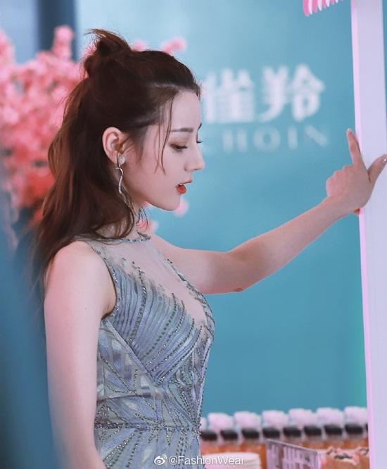 Góc nghiêng xinh đẹp của nữ diễn viên sinh năm 1992.