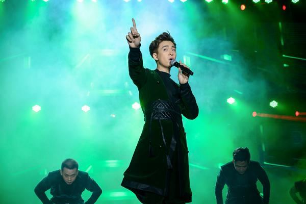 Liveshow 'Truyền Thái Y' diễn ra với sân khấu lộng lẫy cùng những tiết mục kỳ công của Ngô Kiến Huy và những người bạn