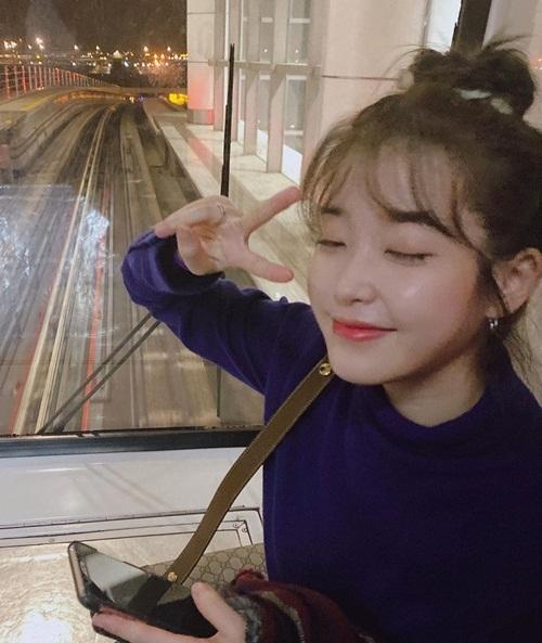IU tít mắt đáng yêu khi vừa hạ cánh xuống Malaysia.