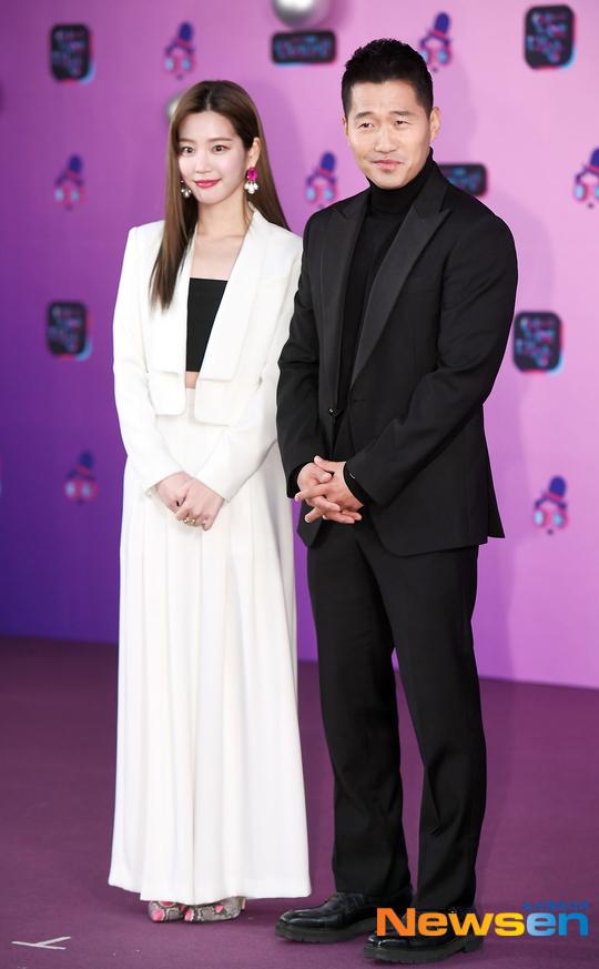 Lee Yu Bee và Kang Hyung Wook.
